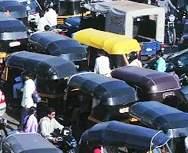सरकारी मदन न मिळाल्यास रिक्षावाल्यांवर आत्महत्येची वेळ - Marathi News | Suicide time on rickshaws if there is no government help | Latest mumbai News at Lokmat.com