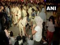 CAA : दिल्ली हिंसाचाराचे मुंबईत उमटले पडसाद; पोलिसांनी रोखला कँडल मार्च