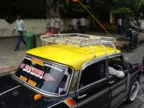 मीटर अद्ययावत करण्यासाठी दलाल आकारतात अतिरिक्त २५० रुपये; चालकांनी केला रास्ता रोको - Marathi News | Brokers charge an additional Rs 250 for updating the meter; Drivers block the road | Latest mumbai News at Lokmat.com