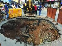 धारावी येथील रस्ता खचला, वाहतुकीला मोठा फटका; बॅरिकेड्स लावून दुरुस्तीचे काम सुरू - Marathi News   Road in Dharavi eroded, traffic hit hard; Repair work started by installing barricades   Latest mumbai News at Lokmat.com