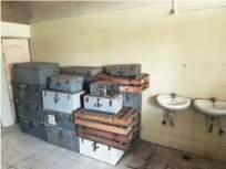 दिव्याखाली अंधार!महापालिकेने शौचालयात ठेवली कागदपत्रे, दस्तऐवज, कार्यादेश, अहवाल - Marathi News | Darkness under the lamp! Documents, work orders, reports kept in the toilet by the Municipal Corporation | Latest mumbai News at Lokmat.com