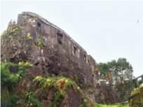 सायनचा ऐतिहासक किल्ला दुरुस्तीच्या प्रतीक्षेत;पुरातत्त्व विभागाचे दुर्लक्ष - Marathi News | Sion's historic fort awaits repair; Neglected by the Department of Archeology | Latest mumbai News at Lokmat.com
