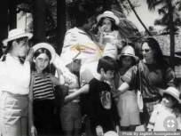 अमिताभ बच्चन यांच्या कडेवरील या चिमुरडीला ओळखले का? आज बॉलिवूडवर करतेय राज्य