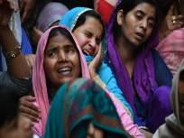 Delhi Violence : 'त्या' माऊलीने दोन मुलींसहपहिल्या मजल्यावरून घेतली उडी; कारण वाचून हादराल!