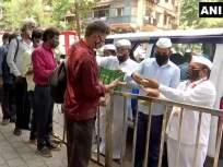 Mumbai Dabbawala: मुंबईच्या डब्बेवाल्यांनी रोजगार बुडूनही माणुसकी जपली; KEM हॉस्पिटलबाहेर केलं जेवणाचं वाटप! - Marathi News | Maharashtra Mumbai Dabbawala distributes food outside KEM Hospital in Mumbai | Latest mumbai News at Lokmat.com