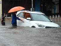 आधीच कोरोना, त्यात पावसाळा; धो-धो पावसाने मुंबईचं काय केलं बघा! - Marathi News | heavy rainfall hits hindmata, parel,dadar, thane | Latest mumbai Photos at Lokmat.com