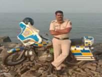 सिनेस्टाईल थरार.. पोलीस शिपायाने चाळीच्या गल्ल्या पिंजून 'धरिला मोबाईल चोर' - Marathi News   Cinestyle tremor .. Mobile thief caught by a police constable in worli   Latest crime News at Lokmat.com