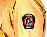 गोराई पोलिसांकडून माणूसकीचे दर्शन - Marathi News | The appearance of humanity by the Gorai police | Latest mumbai News at Lokmat.com