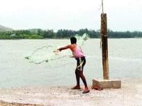 समुद्री वादळाने मासेमारी व्यवसाय धोक्यात
