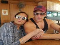 सलमान खानच्या घरात पोहोचला कोरोना, संपूर्ण कुटुंब झाले क्वारंटाइन - Marathi News | salman khan isolates himself after his personal driver two staffers tested covid 19 positive | Latest bollywood News at Lokmat.com