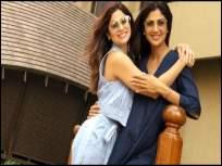 "वयाच्या ४२ व्या वर्षी शिल्पा शेट्टीच्या बहिणीला लागले लग्नाचे वेध,म्हणाली ""माझ्यासाठी कोणीतरी नवरा शोधा' - Marathi News | At the age of 42, Shilpa Shetty's sister Shamita Shetty Want To Married and said, ""Someone find a husband for me."" | Latest bollywood News at Lokmat.com"