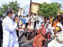 मदतीचं आश्वासन अन् धनादेश दिल्यानंतर आम्ही समाधानी; शेतकऱ्यांनी मानले उद्धव ठाकरेंचे आभार - Marathi News | Farmers in Solapur have thanked Chief Minister Uddhav Thackeray for his help | Latest solapur News at Lokmat.com