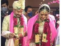 आदित्य नारायण अभिनेत्री श्वेता अग्रवालसोबत अडकला लग्नाच्या बंधनात, समोर लग्नातील पहिला सुंदर फोटो - Marathi News | Aditya narayan and Shweta Aggarwal tied the knot | Latest television News at Lokmat.com