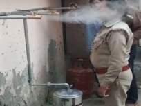 पोलिसांनी केला देसी जुगाड! कोरोनापासून बचावासाठी कपूर, आले, लवंगचा वाफारा, पाहा कशी बनवली सिस्टम - Marathi News | Police is taking ginger cloves and camphors steam to escape the corona, see how make system | Latest national News at Lokmat.com