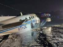 मोठी दुर्घटना टळली, नागपूर ते हैदराबाद विमानाचे मुंबईत इमर्जन्सी लँडिंग  - Marathi News | Major accident averted, emergency landing of Nagpur to Hyderabad flight in Mumbai | Latest mumbai News at Lokmat.com