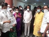 पारनेरचे ते पाच नगरसेवक अखेर मिलिंद नार्वेकरांच्या ताब्यात; अजित पवारांनी सोपविले - Marathi News | Parner's five Shivsena corporators are hand over to Milind Narvekar by Ajit Pawar | Latest maharashtra News at Lokmat.com
