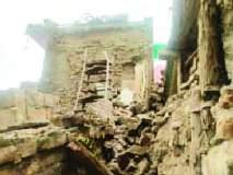 खामगावात शिकस्त इमारत कोसळली!