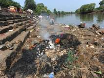 जागतिक पर्यावरण दिन विशेष : कोल्हापुरात पंचगंगा नदीघाटावर गाळ, प्लास्टिक काठावर