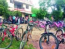अन् पालकांनी दिल्या मुलांच्या हाती चक्क सायकली