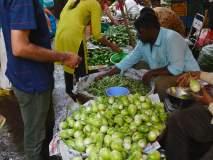 मेथी, कोथिंबिरीचे ढीग: वांगी स्वस्त: टोमॅटो १५ रुपये किलो