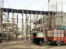परभणी : कमानीचे बांधकाम रखडल्याने वाहतूक बंद