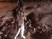 बंगळुरुमध्ये रस्त्यावर उतरला 'अंतराळवीर'; व्हिडिओ व्हायरल