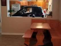 बोंबला! ...आणि म्हणून पठ्ठ्याने चक्क किचनमध्ये पार्क केली कार!