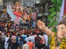 Ganesh Visarjan 2018 : कोल्हापूरात 'बाप्पां'वर फुलांची उधळण, भक्तीपूर्ण वातावरणात निरोप