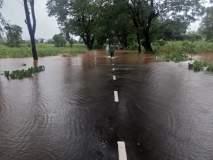पावसामुळे बंधाऱ्यांवर पाणी आल्याने चार राज्यमार्गावरील वाहतूक बंद