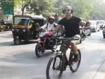 ईशान खट्टरची मुंबईच्या रस्त्यांवर सायकल स्वारी