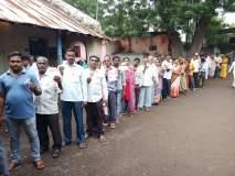 महाराष्ट्र निवडणूक २०१९ : जळगावमध्ये भर पावसात नागरिकांचा मतदानासाठी उत्साह