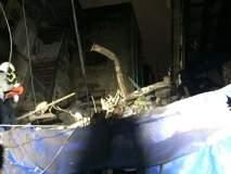 क्रॉफर्ड मार्केटजवळ इमारतीचा भाग कोसळला; 17 जणांना वाचविण्यात यश