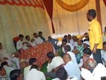 व्हिडिओ: भर सभेत भाजपच्या आमदाराला 'प्रहार'च्या कार्यकर्त्याने झापलं