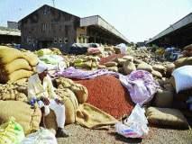 पीक विम्याबाबत शेतकरी नाराज, तर खरेदी केंद्रांअभावी शेतीमालाची कवडीमोल दराने विक्री
