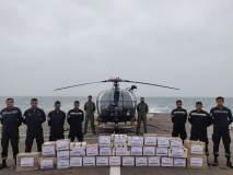 Cyclone Fani : पुरीतल्या वादळाचा फटका बसलेल्यांना भारतीय नौदलानं पुरवली मदत सामग्री
