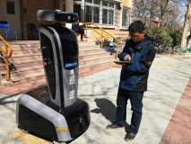 चीनमध्ये तैनात आहे 'रोबोट चौकीदार'; रात्रीच्या गुन्ह्यांचा असेल साक्षीदार