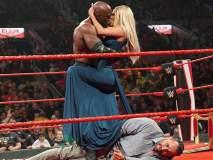 WWE स्टार बॉबी लॅश्ली अन् पेरी यांचा रिंगमध्ये रोमान्स