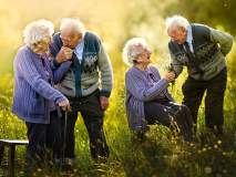 प्रेमाला नसतं वयाचं बंधन... पाहा आजी-आजोबांचे रोमॅन्टिक फोटो