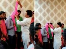 महाराष्ट्र निवडणूक 2019: महाराष्ट्र का दिल देखो! पराभूत झालेल्या राम शिंदेंनी बांधला रोहित पवारांना फेटा
