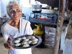 Corona Virus : 85 वर्षीय आजीच्या निःस्वार्थ सेवेला मोहम्मद कैफचा सलाम; तुम्हालाही वाटेल अभिमान