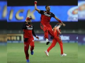 IPL 2021, RR vs RCB : हर्षल पटेल एक और हैट्रिक से चूके, लेकिन आईपीएल में रचा इतिहास - Hindi News   IPL 2021, RR vs RCB Harshal Patel leading wicket taker RCB and most wickets uncapped players IPL season   Latest cricket Photos at Lokmatnews.in