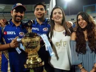 IPL : मुंबई इंडियन्सचा 'जबरा फॅन' असलात तरी या पाच गोष्टी तुम्हालाही माहीत नसतील! - Marathi News   IPL: 5 Unknown facts about Mumbai Indians   Latest cricket Photos at Lokmat.com