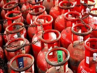 LPG Cylinder Price Hike: आजपासून घरगुती गॅस सिलिंडरच्या किमतीत वाढ; जाणून घ्या नवी किंमत - Marathi News | LPG cylinder price hiked from today, Latest rates here rkp | Latest business News at Lokmat.com