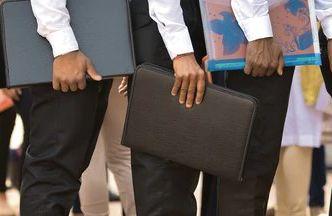 CoronaVirus बापरे! चार कोटी कर्मचाऱ्यांवर बेरोजगारीची कुऱ्हाड - Marathi News   CoronaVirus unemployment, four crore employees lost there job hrb   Latest maharashtra News at Lokmat.com