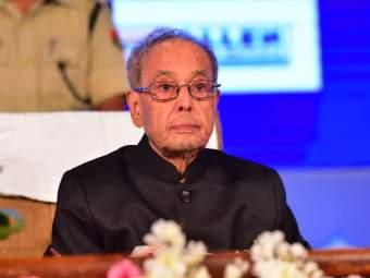 माजी राष्ट्रपती प्रणब मुखर्जी यांची प्रकृती चिंताजनक; तब्येतीत सुधारणा नाही, अद्याप व्हेंटिलेटरवर - Marathi News | Former President Pranab Mukherjee in critical condition; remains on ventilatory support | Latest national News at Lokmat.com