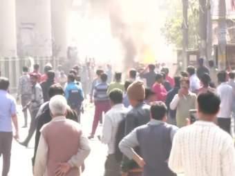 CAA Protest : सीएए विरोधी आंदोलनात आज पुन्हा दगडफेक, हेड कॉन्स्टेबलचा मृत्यू