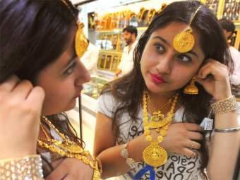 Gold Rate Today : सोन्या, चांदीचे दर गडगडले; कोरोना व्हॅक्सिनचा प्रभाव - Marathi News   Gold Rate Today: Gold, silver prices fell; Effect of corona vaccine   Latest national News at Lokmat.com
