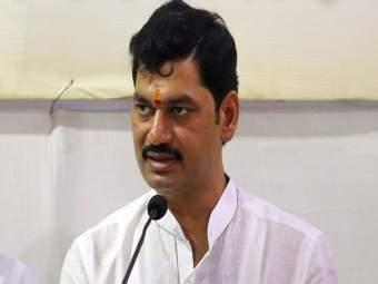 धनंजय मुंडे यांच्या अडचणीत वाढ, गुन्हा नोंदवा अशी मागणी करणारीउच्च न्यायालयात याचिका - Marathi News   File a case against Dhananjay Munde, petition in the High Court   Latest crime News at Lokmat.com