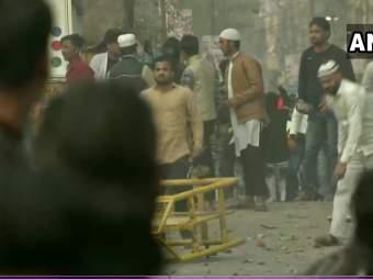 CAA: सीएए समर्थक आणि विरोधक एकमेकांना भिडले; जाफरबादमध्ये झाली दगडफेक
