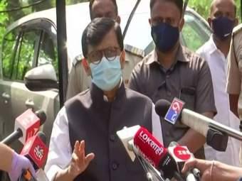 शिवसेनेसारखं काम इतर पक्षांना जमलं नाही, त्यामुळेच इतर राज्यात चिता पेटलेल्या दिसतायत: संजय राऊत - Marathi News   sanjay raut praises shiv sena and cm uddhav thackeray over covid 19 management in state   Latest mumbai News at Lokmat.com